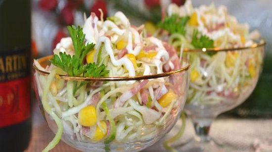 Оформление салата в стеклянные креманки
