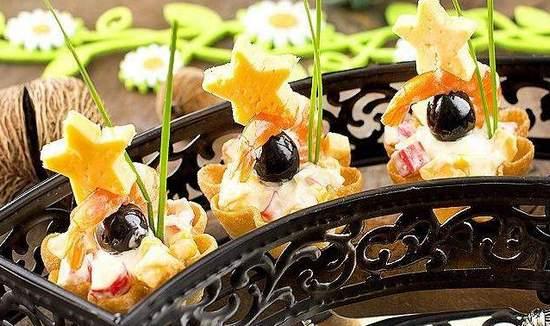 Популярная закуска в тарталетках с сыром и креветками