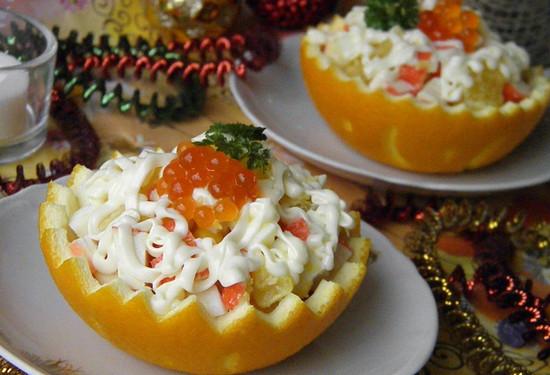 Салат с крабовыми палочками в апельсине