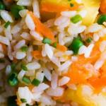 Постный салат с ананасом и рисом
