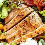 Салат с яичными блинчиками и копченой колбасой