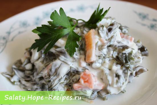 Вкусный салат с кальмарами и морской капустой