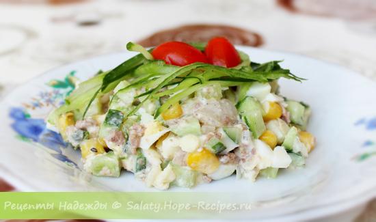 Рецепт классического салата с печенью трески и яйцами