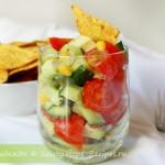 Мексиканский салат с авокадо и начос
